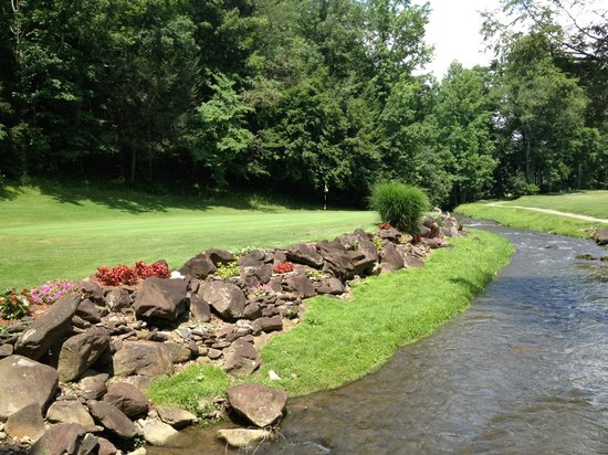 Bent Creek Golf Course: The Beautiful Green at the 9th.