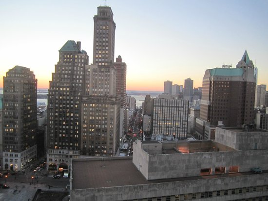 New York Marriott at the Brooklyn Bridge: View from club lounge