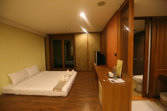 Dang Derm Hotel - Bangkok Thailand - The Travel Glow - room