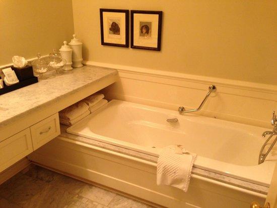 Langdon Hall Country House Hotel & Spa : Bath/Shower room