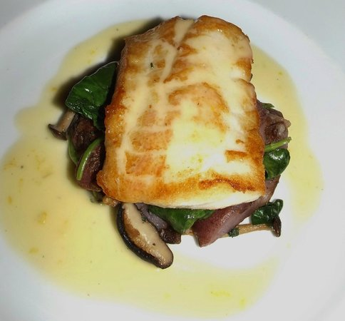 Cafe Brio: Pan roasted Rockfish, spinach and mushroon ragu