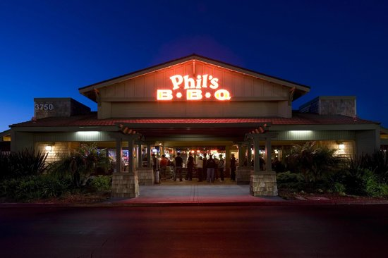 Phil's BBQ: Front of restaurant