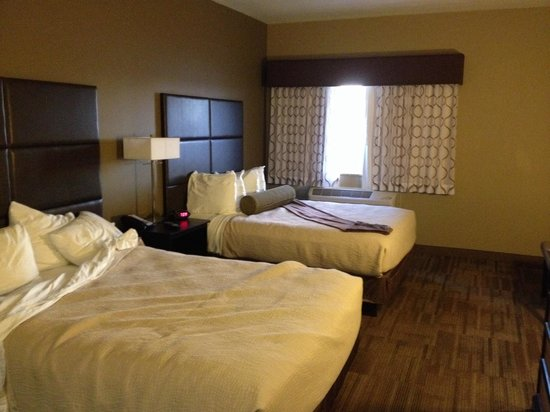 Best Western Plus Night Watchman Inn & Suites: Room