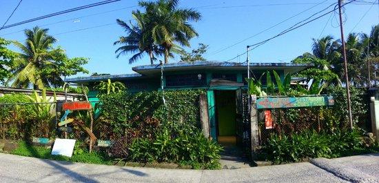 Casa Nostra: Vista de la entrada