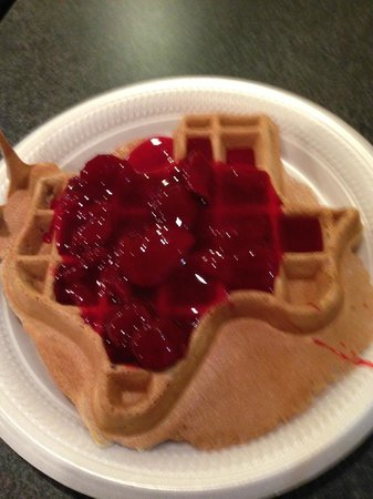 Fairfield Inn & Suites Dallas DFW Airport North/Irving: Texas sized waffles