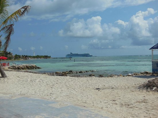 Mahahual Beach: view of cruise ship from the Krazy Lobster beach.