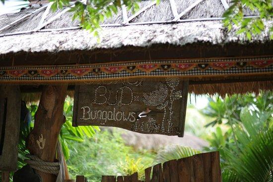 Flower Bud Bungalows Balangan : Flower Bud Bungalows - Uluwatu Bali Indonesia - Balangan Beach - entrance