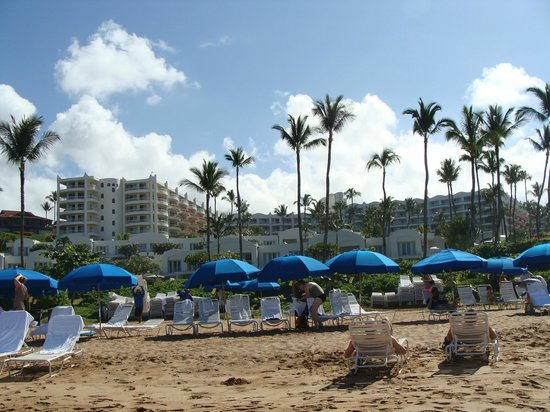 Fairmont Kea Lani, Maui: View from beach side of hotel
