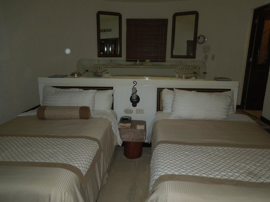 Bel Air Collection Xpu Ha Riviera Maya: Our room. Tub behind the beds as well as double sinks. Bathroom to the right.