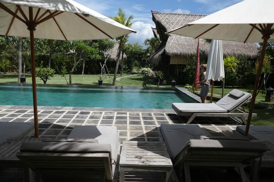 Flower Bud Bungalows Balangan: Flower Bud Bungalows - Uluwatu Bali Indonesia - Balangan Beach - pool