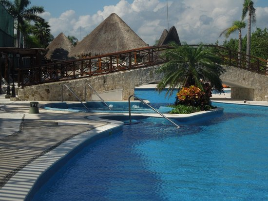 Bel Air Collection Xpu Ha Riviera Maya: Pool with a whirlpool area. Pool bar behind the bridge.