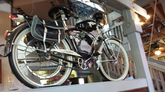 Rosie's Cafe : Cool bikes!