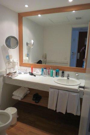 PortoBay Rio Internacional Hotel: baño