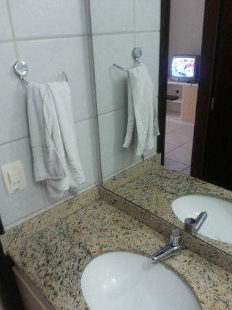 Marsallis Flat Ponta Negra: banheiro sujo ja na entrada