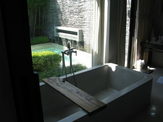 X2 Koh Samui Resort - All Spa Inclusive : bathtub takes ages to fill, utterly torture to sit in
