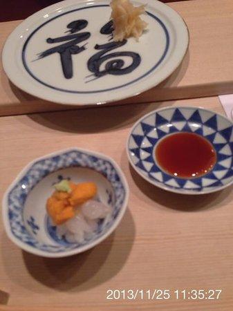 Sushi Kanesaka: 白エビにウニをのせて