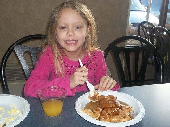 Best Western Toni Inn: loves the bear pancakes