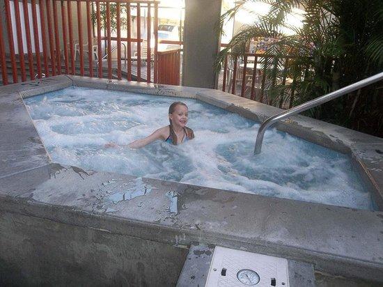 Best Western Toni Inn: she loved the hot tub