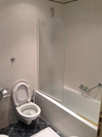 Grand Hotel Adriatico: バスルーム