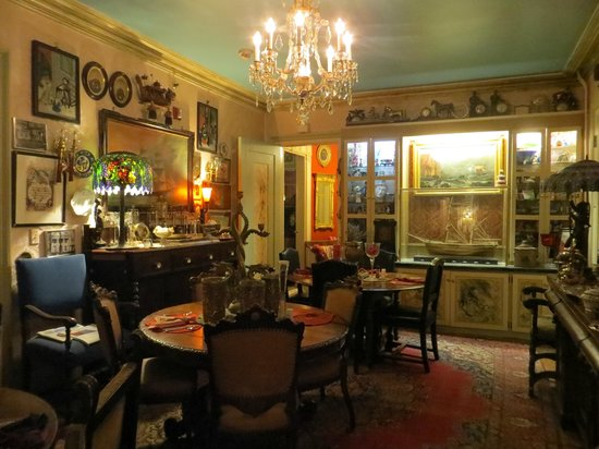 House of 1833: dining room