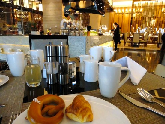Wanda Realm Dandong: Breakfast bread and egg station