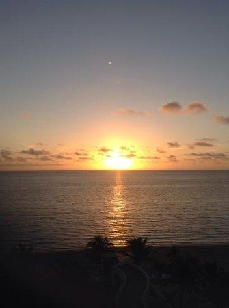 Trump International Beach Resort: sunrise view from ocean front room