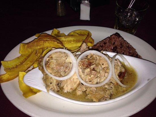 Don Parrillon: Pierna de Cerdo en su jugo + gallo pinto y tajadas