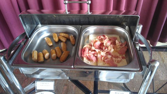Sapphire Hotel: sausages and bacon