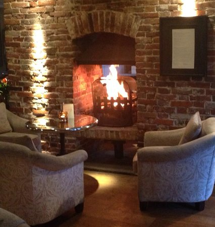The Red Lion: Cosy