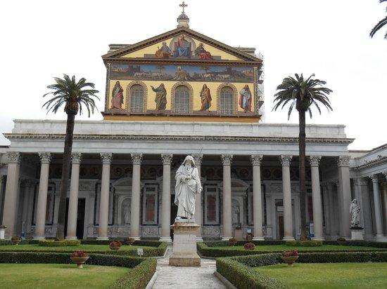 Abbazia di San Paolo fuori le Mura : Courtyard