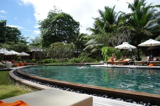 Constance Ephelia : Una de las piscinas del Ephelia. Pertenece a la zona de las Junior Suite.