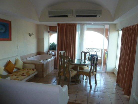 Crown Paradise Golden Resort Puerto Vallarta: nice room
