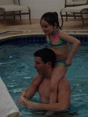 سبرينجهل سويتس باي ماريوت بتسبرج إيربورت: kids enjoying the pool