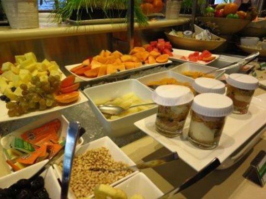 Holiday Inn Melbourne on Flinders: breakfast
