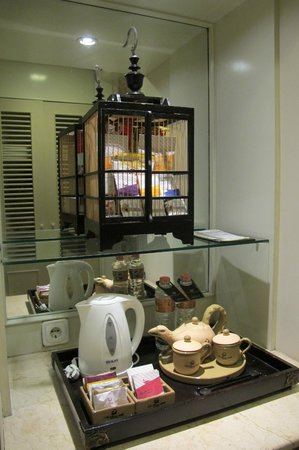 The Phoenix Hotel Yogyakarta - MGallery Collection : Refreshments in Room