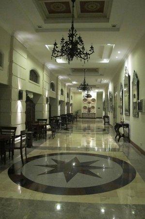 The Phoenix Hotel Yogyakarta - MGallery Collection : Walkway
