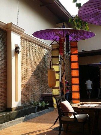 Siripanna Villa Resort & Spa: Sit outside for breakfast
