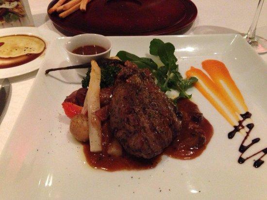 Echo : Filet steak with mushroom sauce
