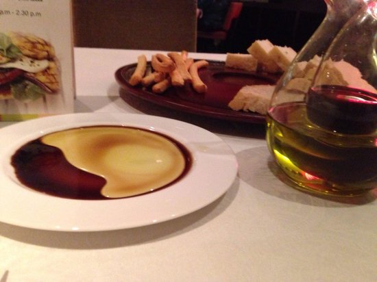Echo : Bread with olive oil and balsamic vinegar