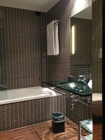 AC Hotel Firenze : バスルーム