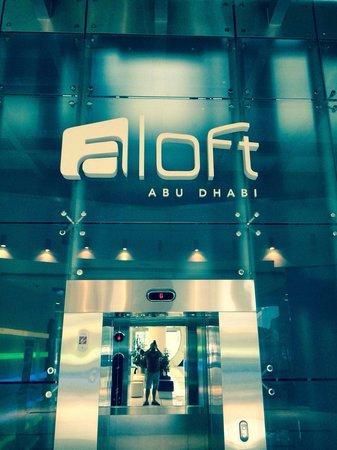 Aloft Abu Dhabi: Entrance