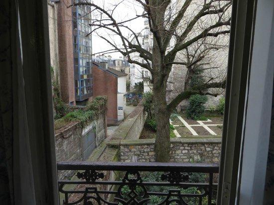 Hôtel des Grandes Ecoles : View from Room 107