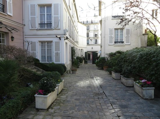 Hotel des Grandes Ecoles: From the Courtyard to the Gates