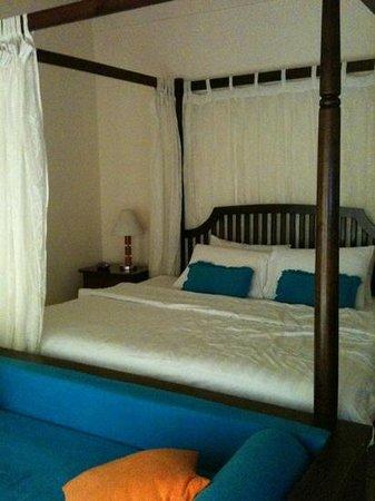 Olhuveli Beach & Spa Maldives: beach villa