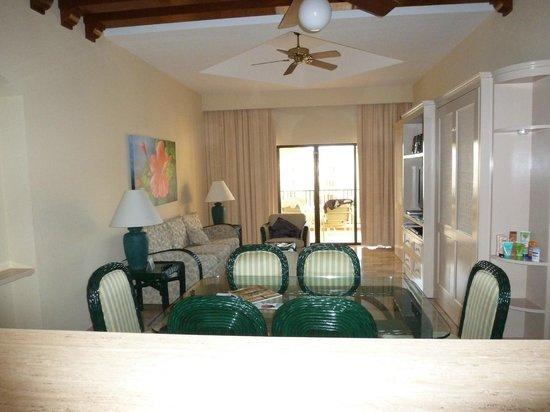 The Royal Islander All Suites Resort: Dining Room