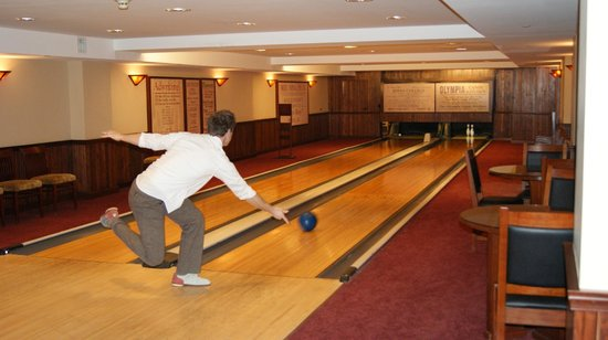 Hotel Pattee : The bowling alley is a must!