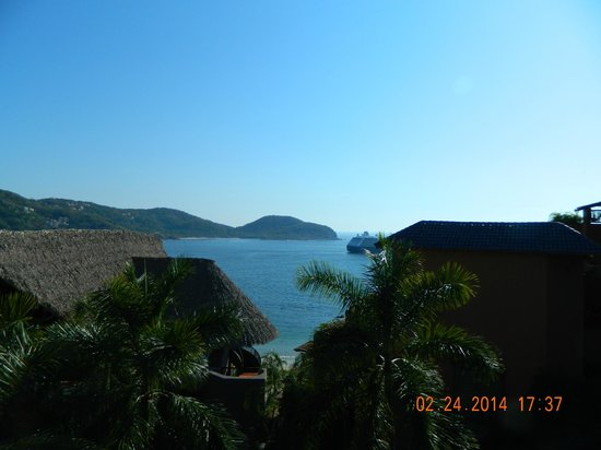 Embarc Zihuatanejo: Not a clear view but very picturesque