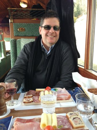 GoldenPass Line : lunch at Golden Pass Line first class