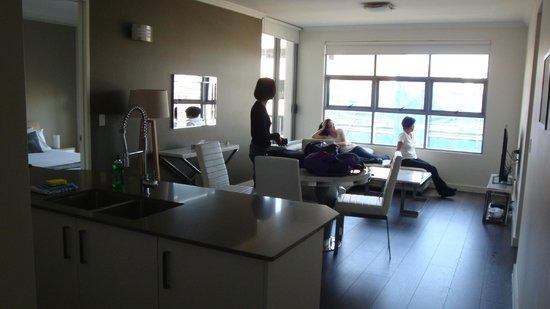 Zara Tower Hotel - Luxury Suites and Apartments : Living room