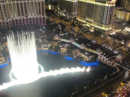 Eiffel Tower Experience at Paris Las Vegas : Bellagio fountain show from the Eiffel tower